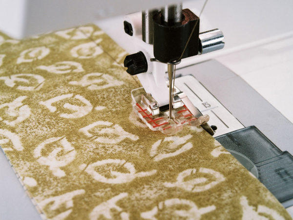 Clear Quarter Inch Piecing Foot Guide